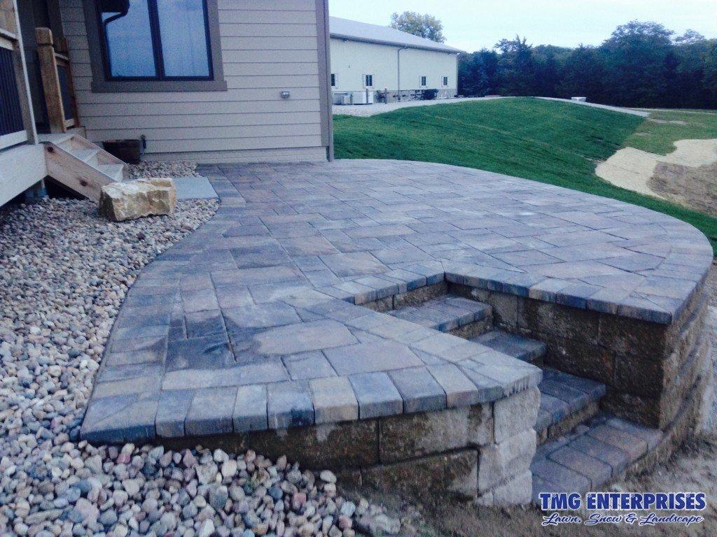 raised-paver-patio-retaining-wall (1)